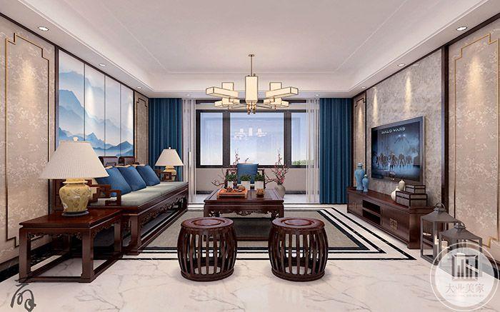 客厅家具采用明清式样,古朴大方