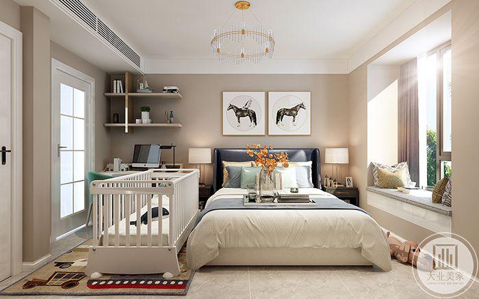 主卧室布置温馨,柔软的双人床,敞亮的小阳台