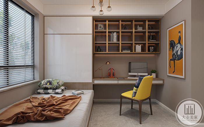 休息间摆放了一张榻榻米式的小床和书桌椅