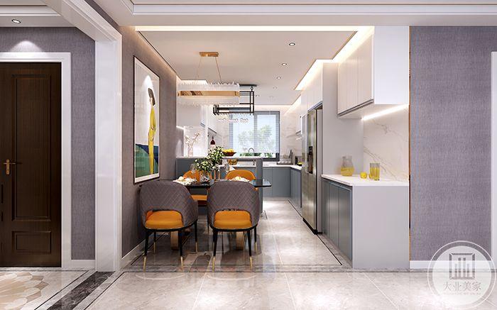 餐厅与厨房相连接,橘黄的色调,明媚温暖