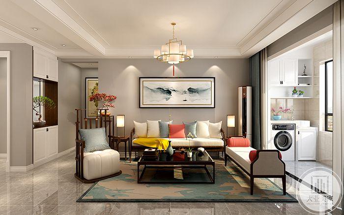 客厅沙发墙装饰了一幅淡青色的山水画。木质家具之上是色彩较为明艳的抱枕,使家里显得更加温馨。