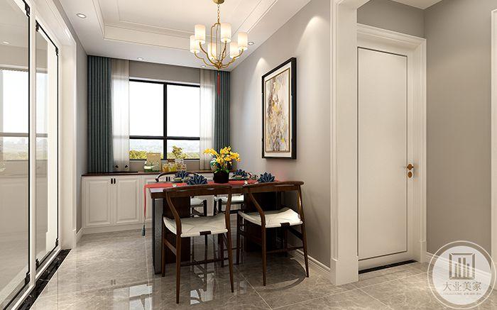 餐厅空间较小,是简单的四人桌椅,临窗而立,窗明几净,餐桌旁墙壁上装饰了一幅艺术画,使餐厅更富文化感