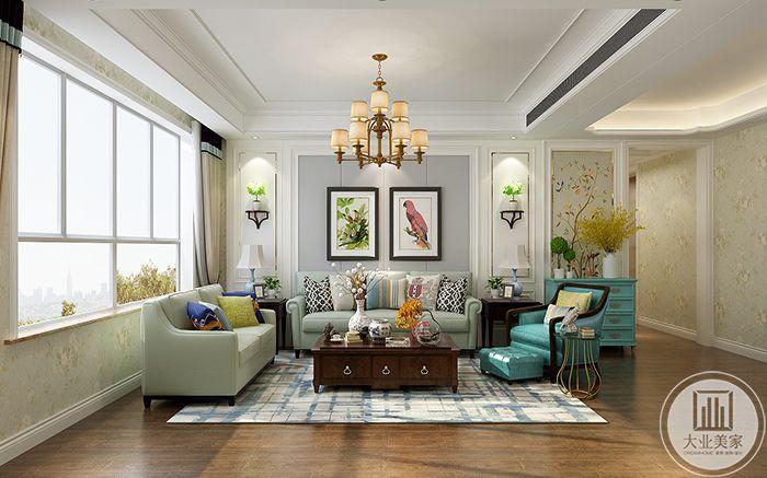 客厅沙发墙是两幅简单自然的花鸟图,沙发是浅灰带些绿色,一色的墙壁上贴了小碎花的壁纸,十分可爱