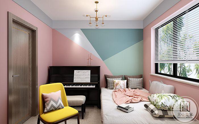 休息室色调是糖果色的,温暖可爱。一架经典的黑白钢琴放在床边。