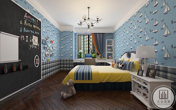 从次卧侧面可以看到黑板,玩具等装饰