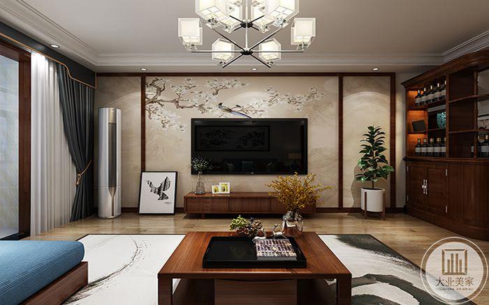 客厅电视墙是优雅的米色样式,两侧是盆栽,茶几是古木色,下方铺了蓝白的的涂染地毯
