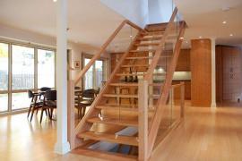 房屋装修:实木楼梯选购时的注意事项