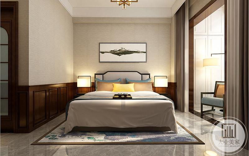 老人房布置温馨典雅,大大的双人床还带一个晒太阳的阳台