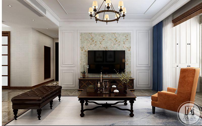 沙发墙及餐厅墙用线条点缀丰富空间层次