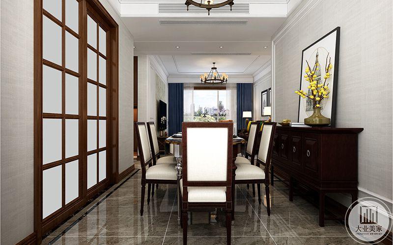 餐厅是木制桌椅,木制椅子上覆着白色软皮