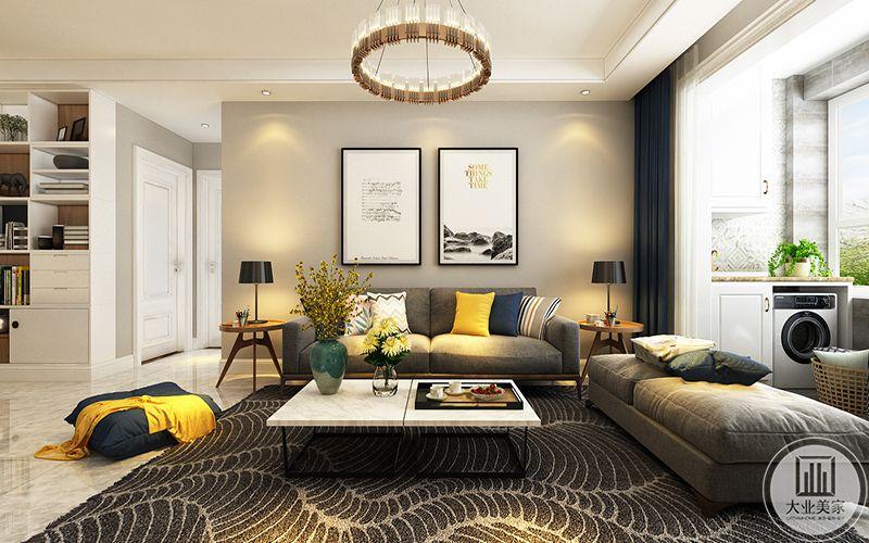 客厅是灰色的布艺沙发以及同色系的灰底白纹地毯,背景墙是是两幅艺术装饰画,整个空间由棕灰色的色调和明亮的黄色组成,使客厅显得温馨舒适