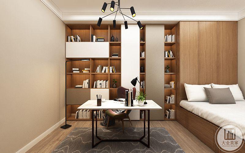 书房做成榻榻米的样式,另有桌椅书架,书桌后方是一面书架,放着各种书籍