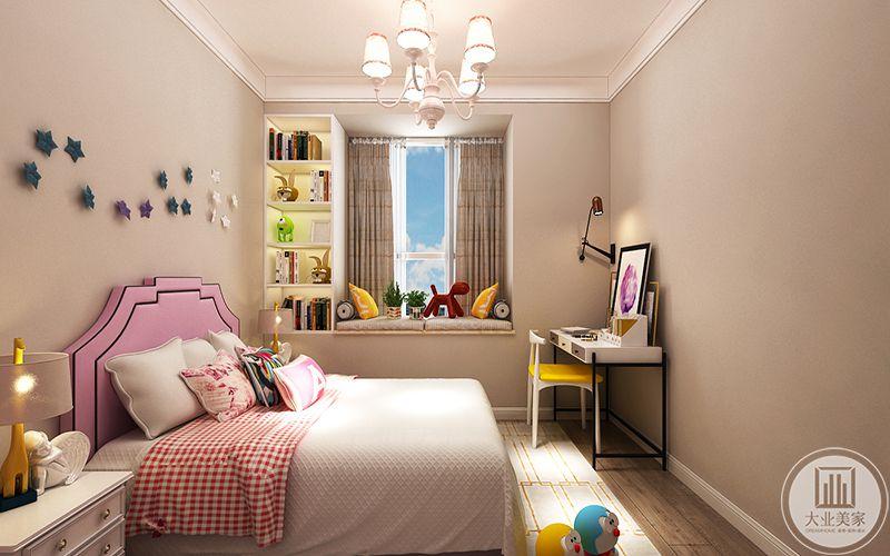 儿童房布置成粉色,放着玩具