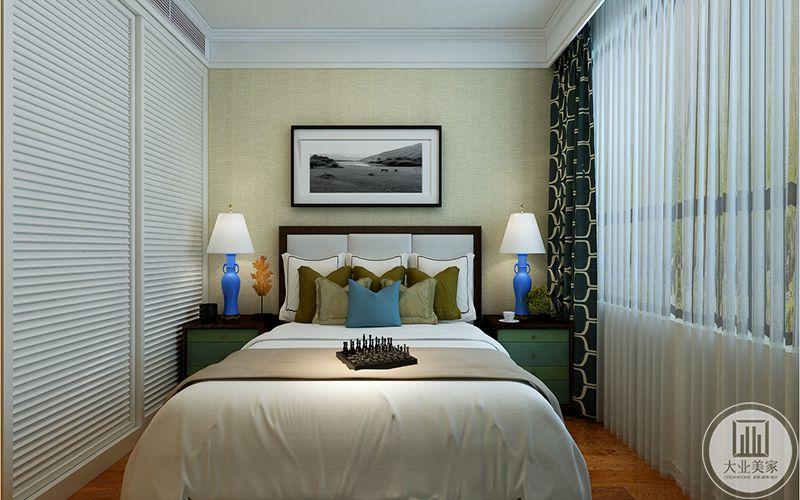 客房以白色为底色,墨绿和蓝为辅色