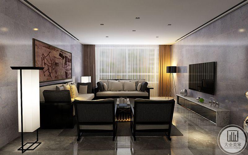从侧面能看见棕色的窗帘和大理石背景的电视墙