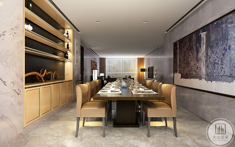 餐桌两侧是收纳空间和红酒架