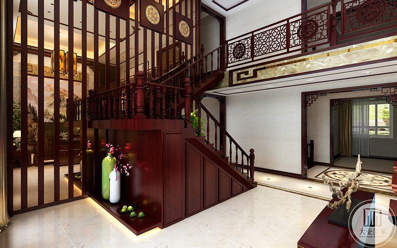 楼梯在空隙中摆放了插花,大大提高了美观性