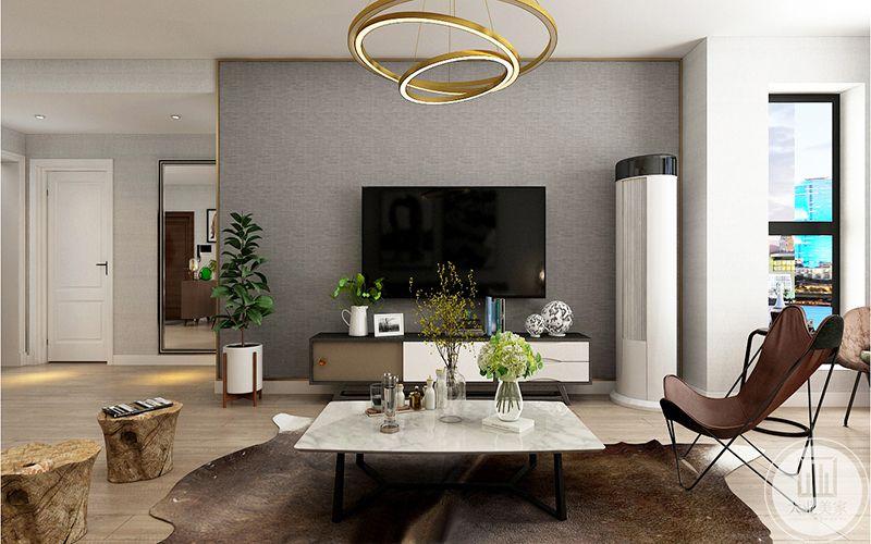 影视墙用不锈钢线条收口,整体壁纸处理,简洁时尚。