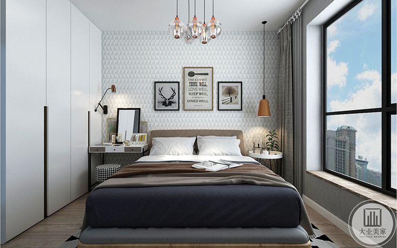 主卧设计简单明丽,大大的窗户,白色的衣橱还有深色的床铺,视觉对比效果强烈