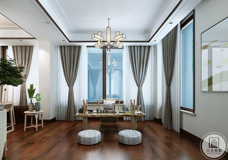 二楼书房旁边是一个茶案,案后有椅,案前有两个浅色的蒲团