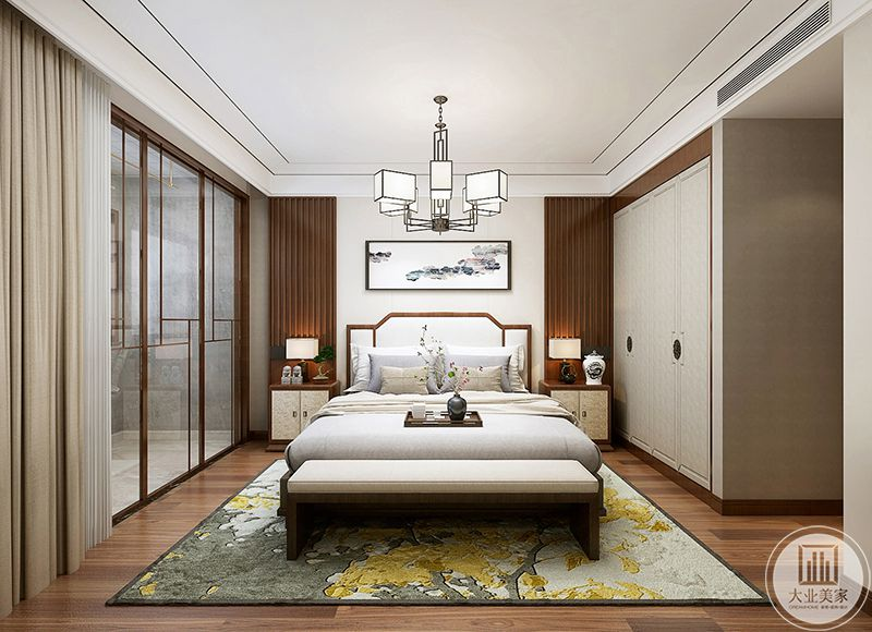 这间卧室依旧是自然质朴的木地板,地板上铺着白底带纹样的地毯,称得白色调的床铺都多了丝暖意