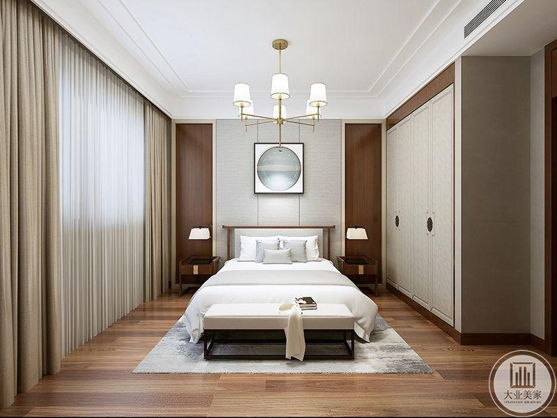 这间卧室以极简为表,布置大气典雅又不失庄重