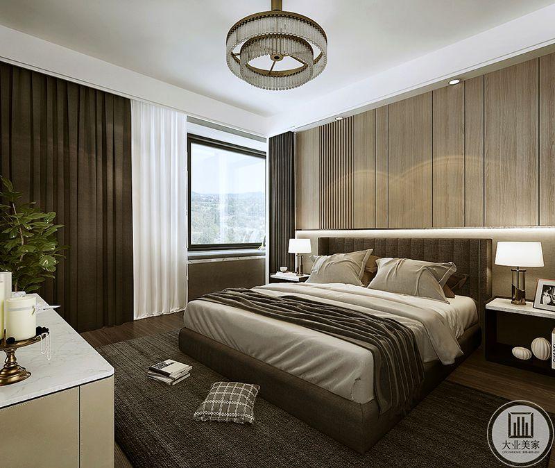 这间卧室是棕色为主色调,浅色的木质地板上是灰色的地毯