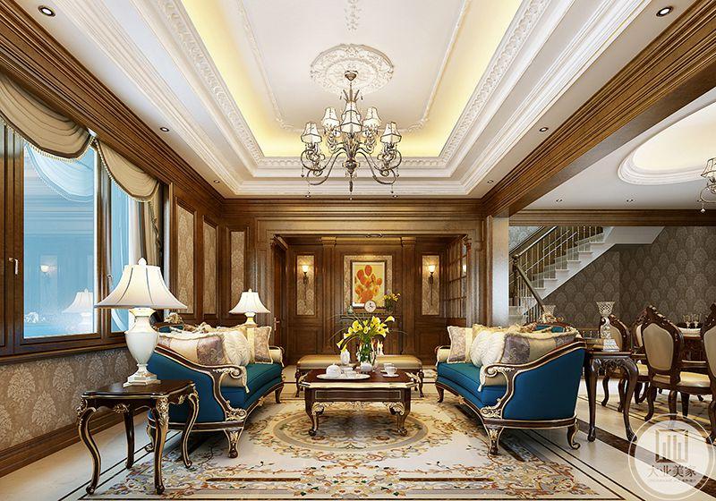 两组优雅的主沙发后是复古木色的背景墙,墙中央是一幅印象派的小画,暖橘色的色彩与客厅的木色完美融合