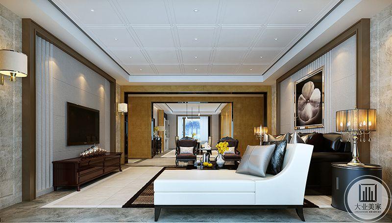从客厅侧面来看能够看到沙发间精致的复古台灯,奢靡优雅,背景墙上的花瓣样式的挂画也是品位极高