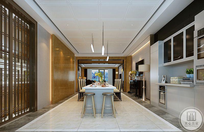 餐厅是吧台样式的设计,两侧成行的椅子使餐厅这个空间更显奢华