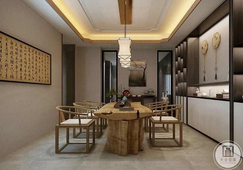 茶室布置的及其中式,浅木色的桌案和椅子,都显示了自然的感觉和简约的气息