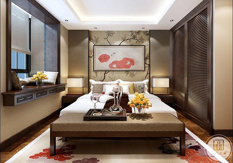 卧室布置的精致华丽又有中式的优雅,床头墙是中式的壁纸和挂画,木质的地板上是带有红色云纹的地毯,美丽非常