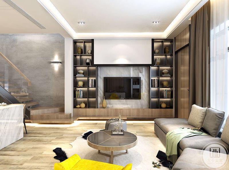 客厅以木色和浅灰色,浅棕色为主色调,显得温暖舒适。电视墙是简约的大理石板。两侧是储物架,放着书籍杂物