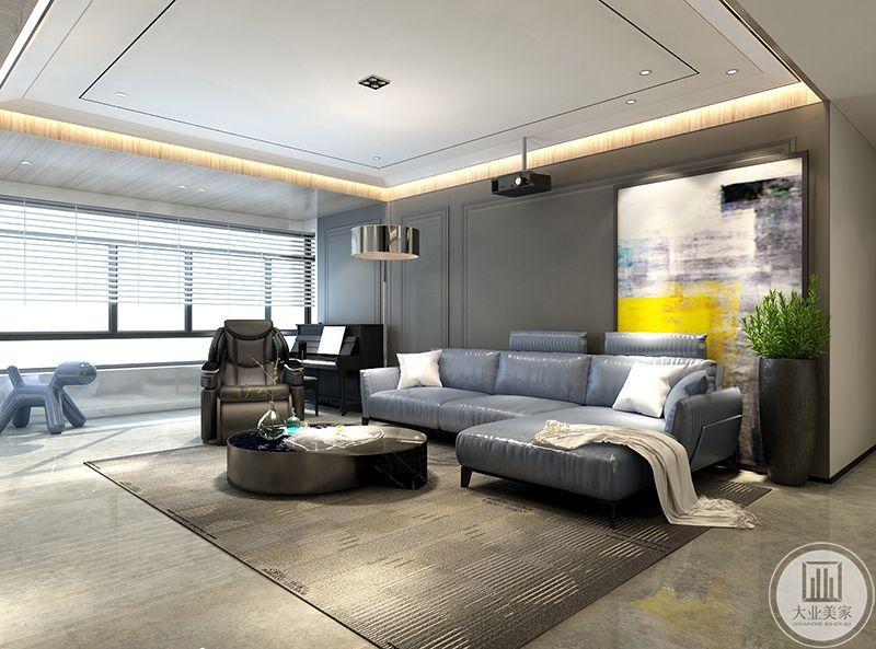 客厅沙发墙是简单的灰色漆面,右侧的位置放了一幅抽象的艺术画,沙发是简约的蓝色皮质沙发