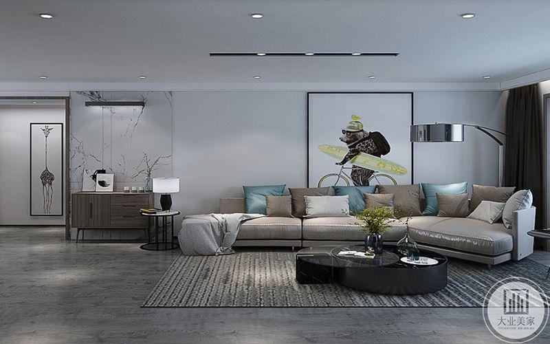 7客厅是一组浅灰色的皮质沙发,客厅整体采用了黑白灰色的经典色调,在抱枕的选择上运用了浅蓝色的亮色,使整体空间显得更加,明丽
