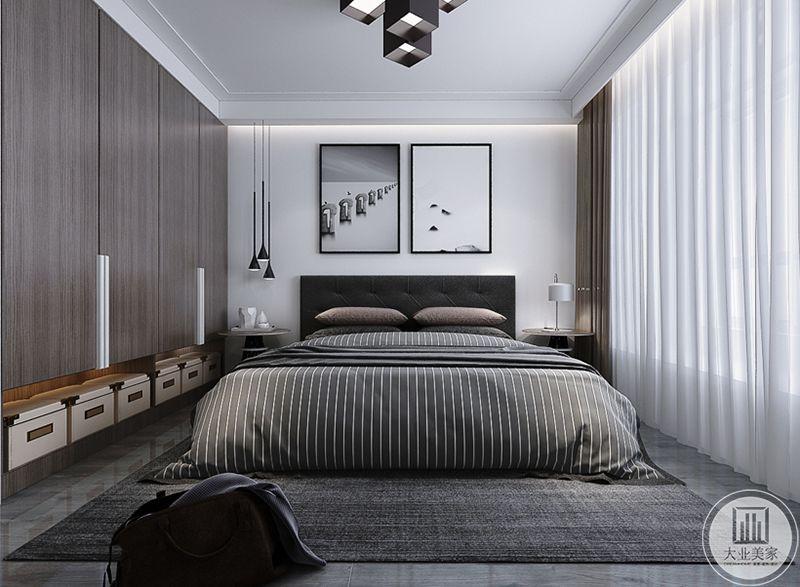 卧室依旧是简约的黑白灰色调,浅灰色的大理石地板上是深灰色的地毯,床铺则是灰白条纹。床头墙上是简约的现代艺术装饰画