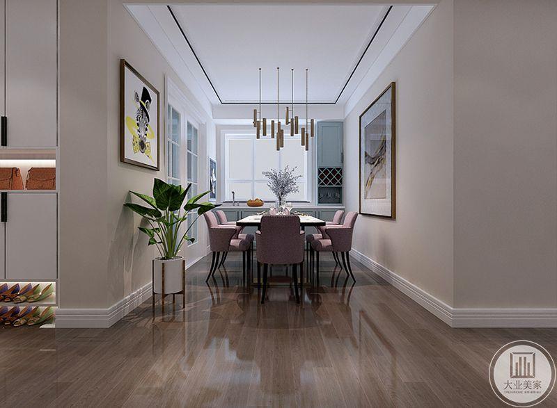 餐厅是多人的长桌,椅子是浅粉色,温馨明亮