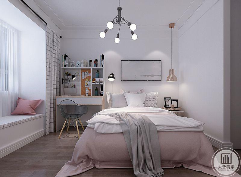 儿童房是浅粉色系,显得十分温柔。粉色的卧床旁边是一个小书桌。阳台则做成榻榻米的样式