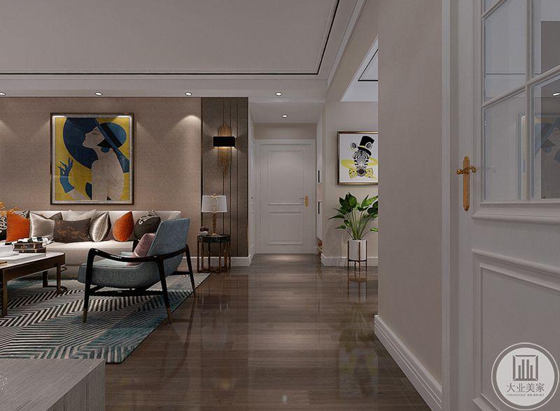 走廊能够看到入户采用了白色调