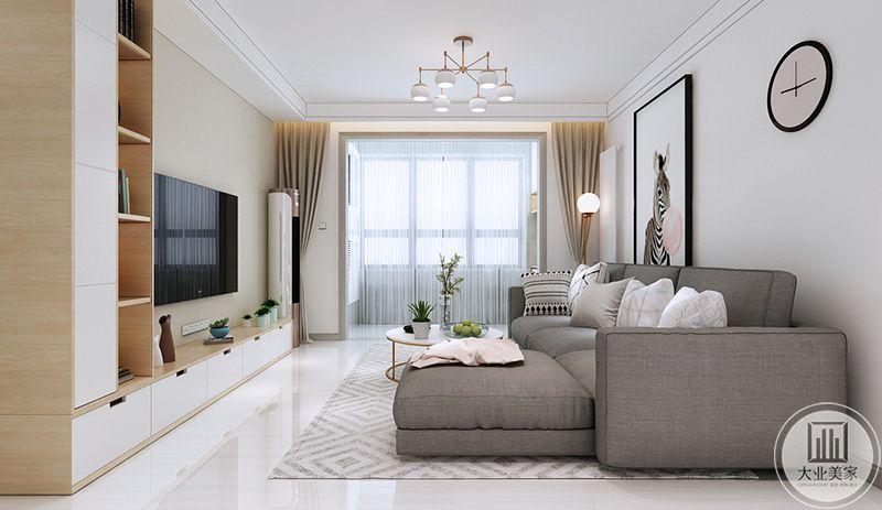 米白色的窗帘束在两侧,阳台明亮的自然光照射过来,使客厅空间显得更加明亮