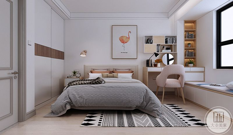 主卧是白色的墙面,在床头墙上是一股可爱的火烈鸟的装饰画,卧床旁边是镜子的梳妆台,阳台则做成榻榻米的样式