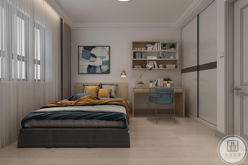次卧色调较为暗沉复古,木色的地面上是卧床和书桌,床铺和书桌均是黄色和蓝色的亮色,整个空间和谐有致