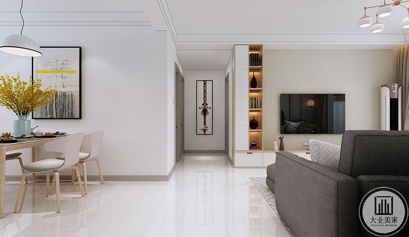 走廊尽头是一幅装饰画,餐厅在左侧的位置,可以看得出是浅色的色调,清新雅致