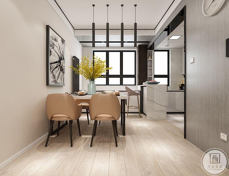 餐厅是靠墙的四人桌,开放式的厨房与餐厅用一个小吧台隔开