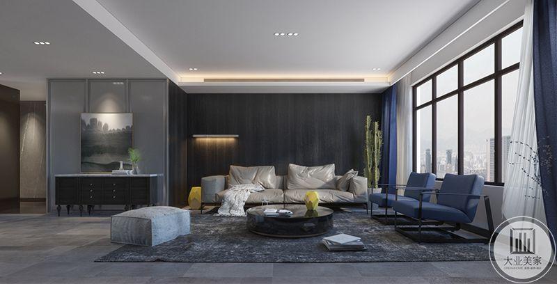 客厅整体是灰色的渐进色调,透露出简单大气而又淡漠的视觉效果。深蓝的窗帘和单人沙发以及茶几上明黄色的摆件又使空间多了一丝神秘和可爱。