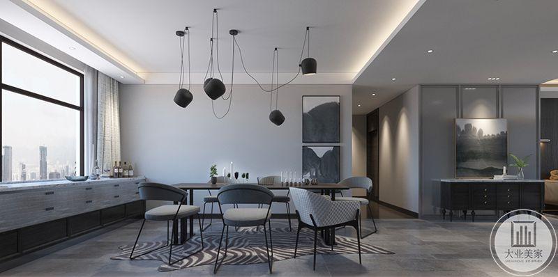 餐厅多是采用细线条的家具,时尚的吊灯与整体的设计搭配的堪称完美。