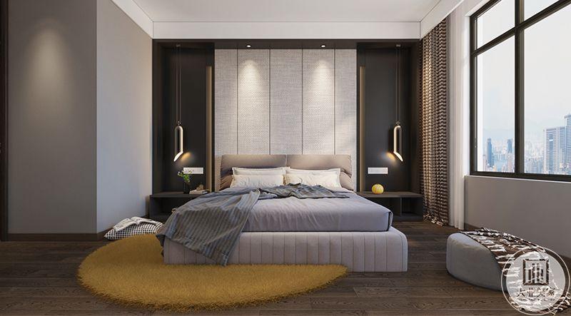 主卧室布置的十分温馨,依旧是浅色的设计,地板上姜黄色的圆形地毯将空间提亮了不止一个度。