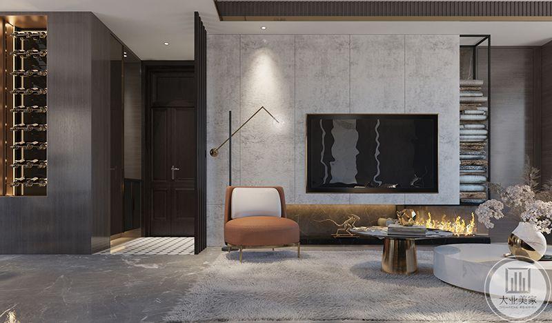 客厅电视墙是简单的大理石板材,一侧设计为收纳空间。橘色的单人小沙发使得空间多了一抹暖色
