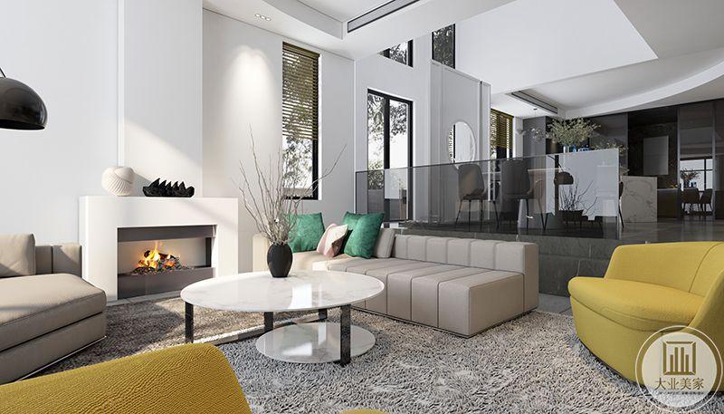 笔录上方的台子上放着大大的海螺装饰,与纯白的墙壁十分相配,空间的纯粹与优雅感得以体现。