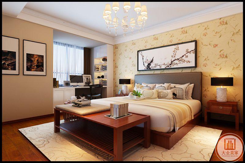 烛台式吊灯,搭配新意饰品,典雅不失趣味,地毯与壁纸为同款暖金色,办公区小巧精致不占据空间,美观实用,房间布局舒适温馨,有进门睡意感。